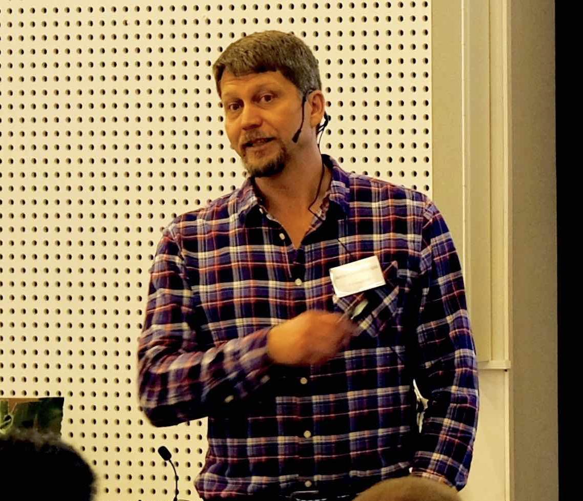 Anders Linnakangas föreläser om ångturbiner och generatorer